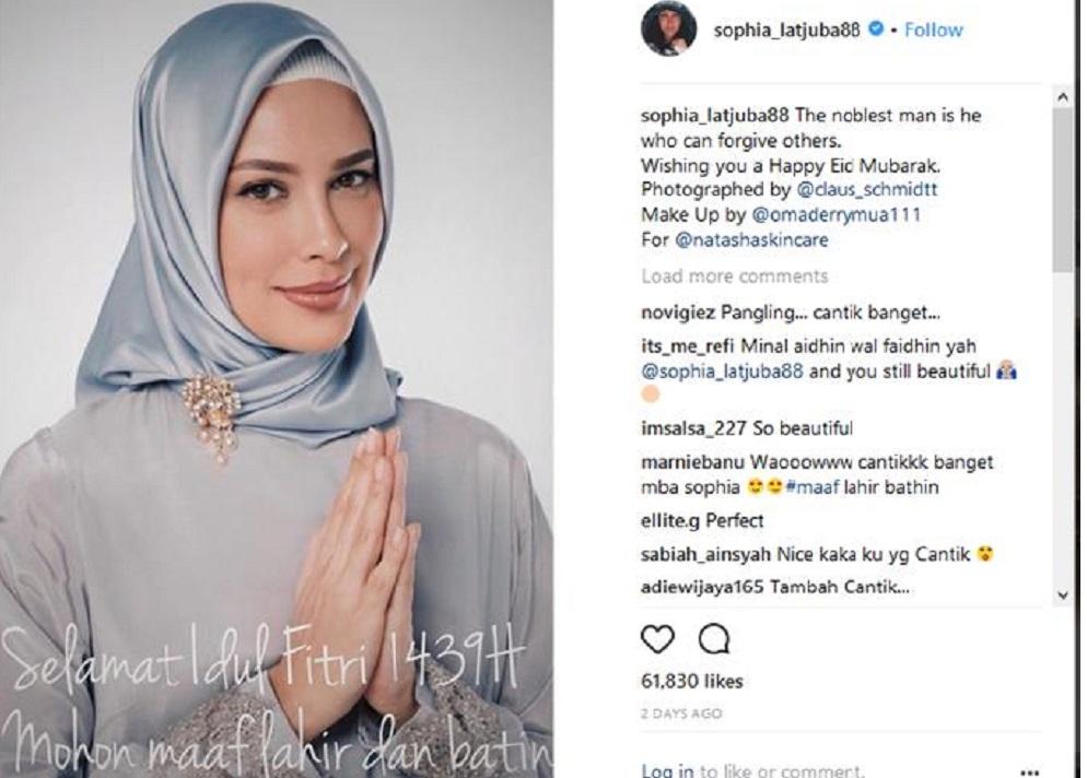 Hasil gambar untuk Sophia Latjuba hijab