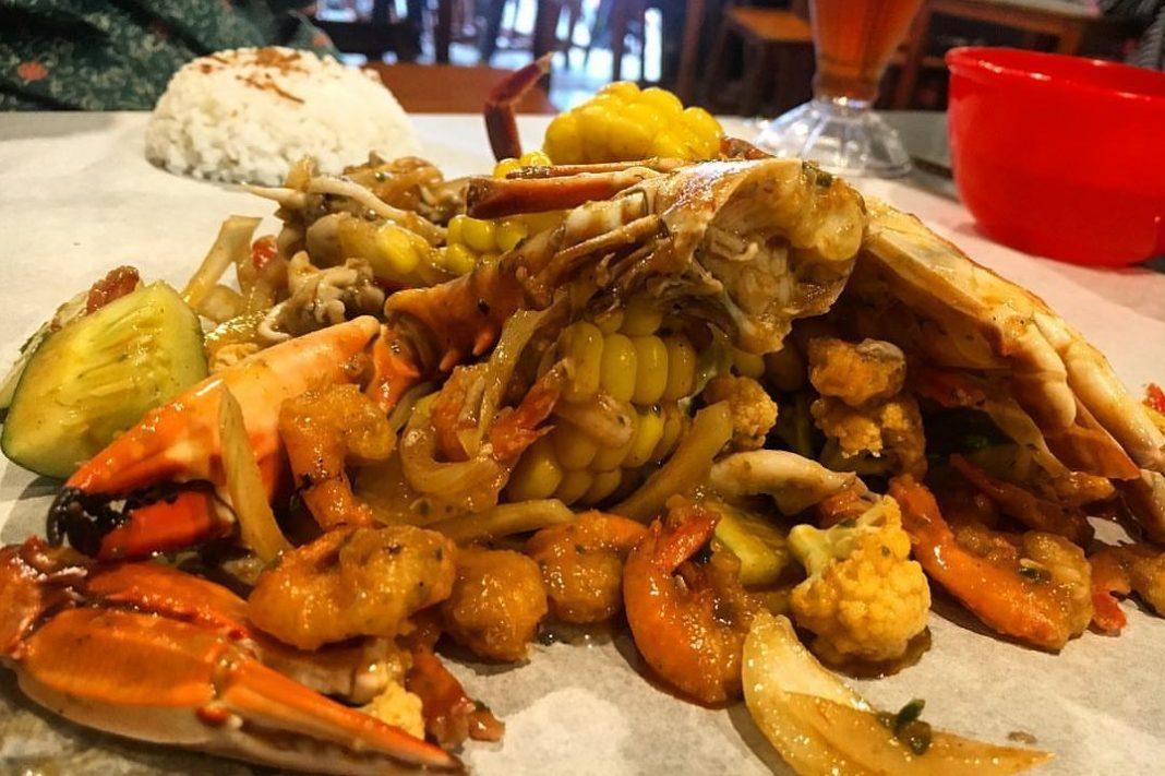 Seafood Beserak Tawarkan Kuliner Seafood Murah Meriah ...