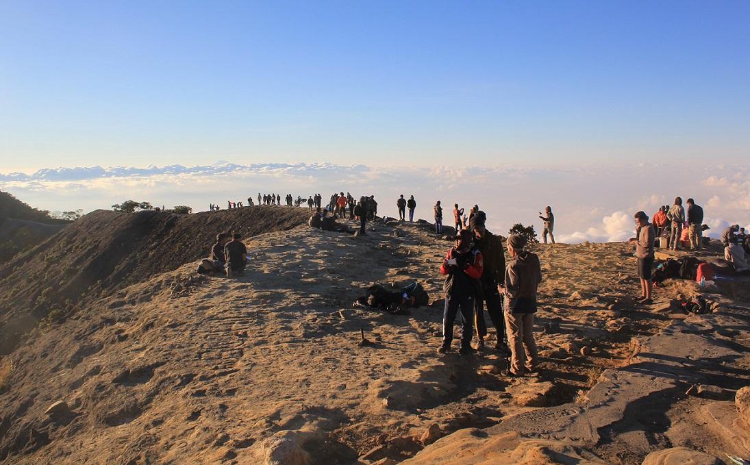 Jelang Tahun Baru Wisata Pendakian Gunung Ciremai Dibuka Lagi Portal Berita Bisnis Wisata
