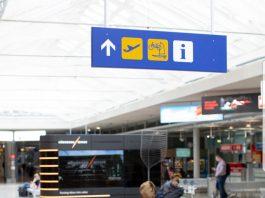 Terminal keberangkatan sebuah bandara internasional