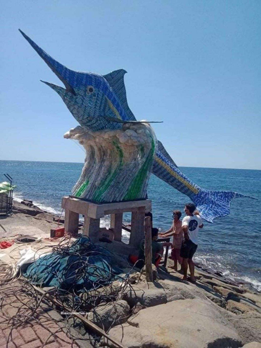 blue-marlin-dari-sampah-plastik-kemasan-bekas-pakai-ikon-desa-les