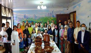 kudapan-nusantara-disajikan-dalam-acara-halal bihalal-di KJRI-Ukrania